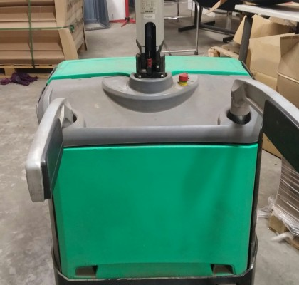 ELECTRIC PALLET LIFTER / MITSUBISHI / 2010 / 2 TONS